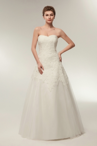 A Line Sleeveless Sweetheart Tulle Wedding Dress with Lace
